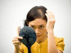 हेयर फॉल को रोकने और बालों को मज़बूत बनाने के 7 Tips