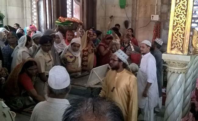 Women Re-Enter Mumbai's Haji Ali Dargah After 5 Years