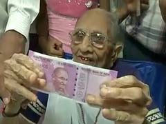PM Narendra Modi's Mother Heeraben Visits Bank To Exchange Banned Rs 500 And 1,000 Notes