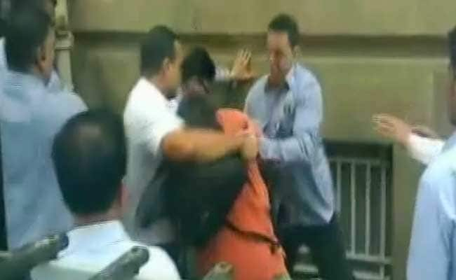 Journalists Waiting For Cyrus Mistry Injured In Scuffle At Tatas' Bombay House