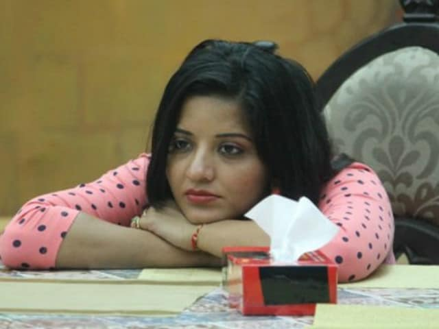 Bigg Boss 10: Monalisa's Fiance is 'Confused' About Getting Married. She Doesn't Know Yet