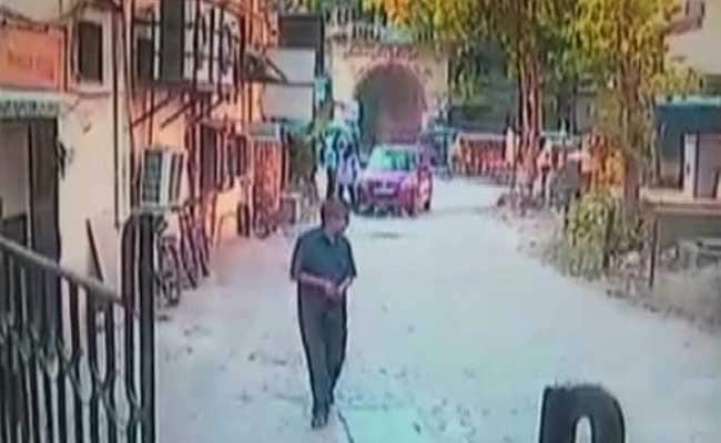 कैमरे में कैद  : मुंबई के पास तेज रफ्तार कार ने दो बच्चों को कुचला, ड्राइवर गिरफ्तार