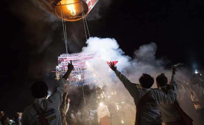 Crowds Dice With Death At Myanmar's Explosive Fire Balloon
