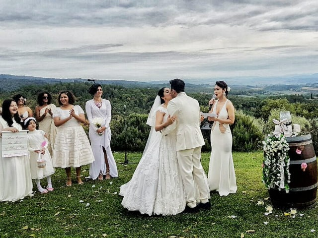 Neha Bhasin Married Composer Sameer Uddin in Italy. See Pic Here