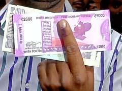 दिल्ली : बैंकों ने नोट बदलवाने वालों की उंगली पर अमिट स्याही का इस्तेमाल शुरू किया