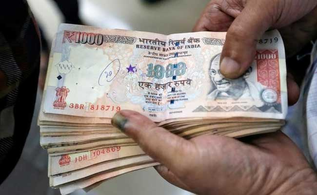 British Indians Sending Old Notes Home On Flights With Friends