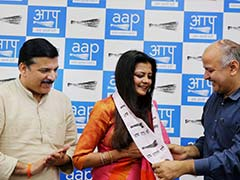 Poonam Azad, Wife Of Suspended BJP MP Kirti Azad, Joins AAP