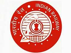 Sarkari Naukri: रेलवे में निकले 2 हजार 500 पदों पर आवेदन की आखिरी तारीख नजदीक, 10वीं पास जल्द करें अप्लाई