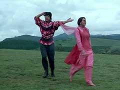 20 साल बाद फिर आई 'राजा हिंदुस्तानी' की याद, देखिए इस फिल्म के सदाबहार गाने...