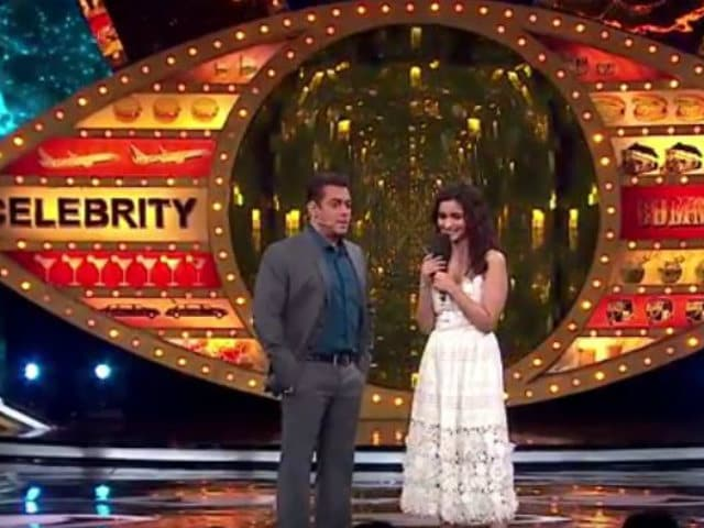Bigg Boss 10: Salman Khan Sings Jag Ghoomeya For Alia Bhatt