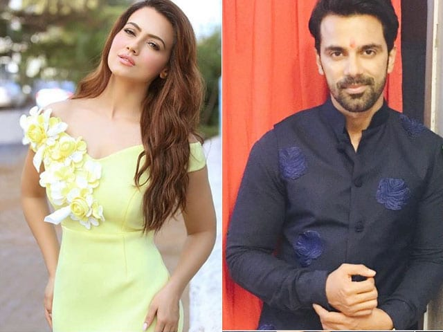 Sana Khan, Anuj Sachdeva and Other TV Celebs Welcome Demonetisation Move