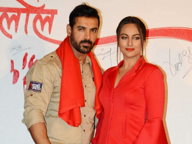 John Abraham, Sonakshi Sinha Pay Tribute to Soldiers at India Gate