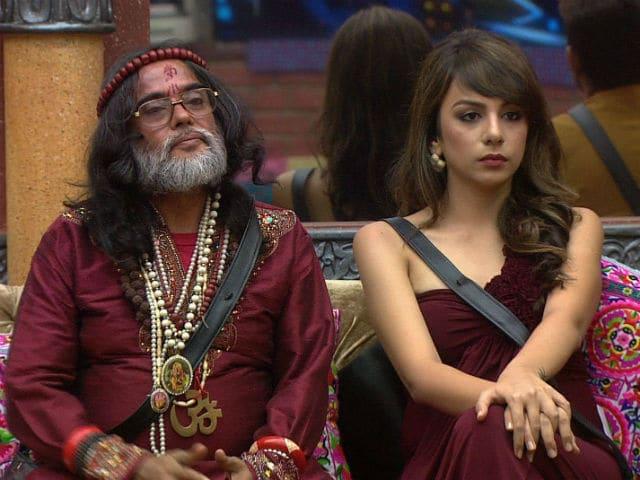 Bigg Boss 10 : Swami Om Threatens to Slap Nitibha Kaul