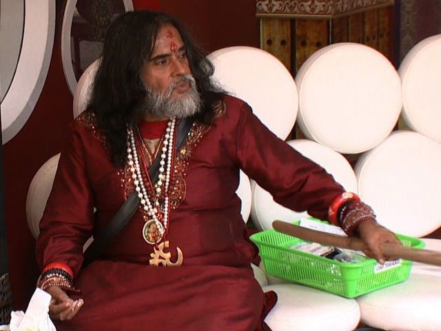 Bigg Boss 10: Swami Om Slut-Shames Monalisa, Celebs Defend Her