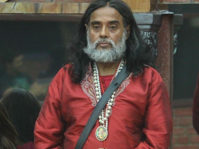 Bigg Boss 10: Swami Om in GIFs. Plus Reactions From Monalisa, Salman Khan