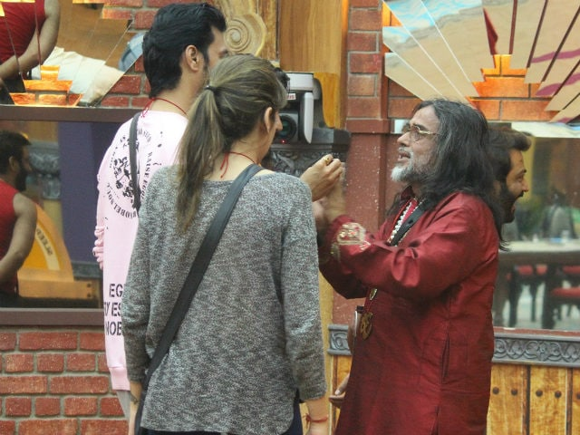 Bigg Boss 10, November 30: Swami Om Finds A Reason To Cry Again