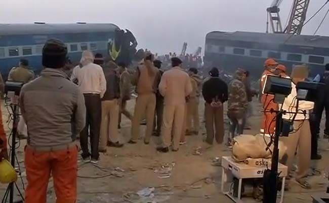 ट्रेन हादसा : कई जिंदगियां तबाह, पोटलियों और बैगों में बजते रहे फोन, बिखरे पड़े हैं शादियों के कार्ड