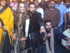 विराट कोहली संग टीम इंडिया ने युवराज और हेजल कीच की शादी की मेहंदी सेरेमनी में किया डांस, Video