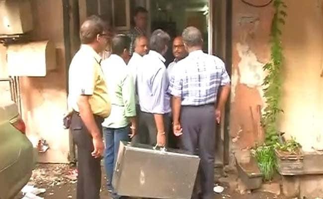 कर्नाटक : एसीबी का 8 सरकारी अफसरों के दफ्तर, घर पर छापा