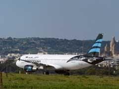 लीबियाई प्लेन के अपहरणकर्ताओं ने सरेंडर किया, विमान के सभी यात्री, क्रू सदस्यों को छोड़ा गया...