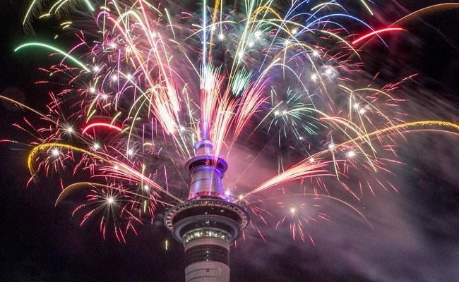 Happy New Year 2018 : दुनिया भर में लोगों ने जश्न मनाकर किया नए साल का स्वागत