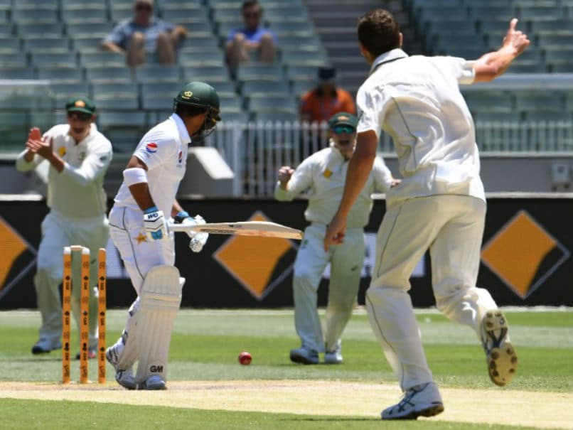 Australia vs Pakistan: Nathan Lyon Puts Visitors on The Ropes With Three Wickets