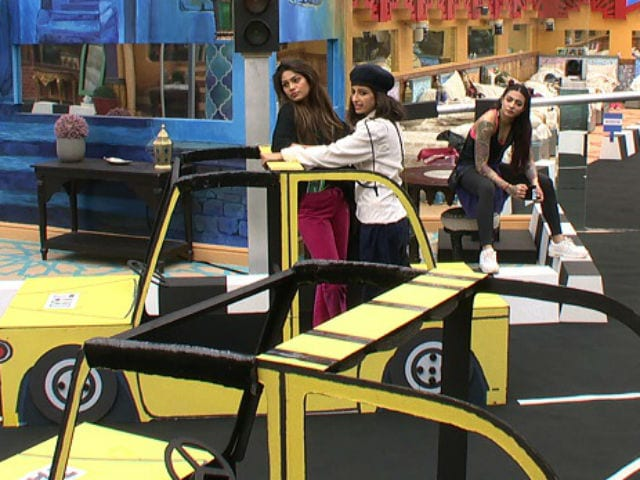 Bigg Boss 10, December 6: Priyanka Jagga Tries To Stop Traffic
