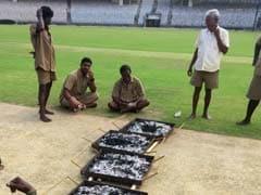 चेन्नई टेस्ट : कोयले जलाकर पिच सुखा रहे हैं मैदानकर्मी, अनूठे रिकॉर्ड के करीब कोहली