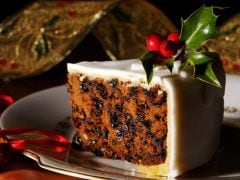 How to Make a Quick Christmas Plum Cake
