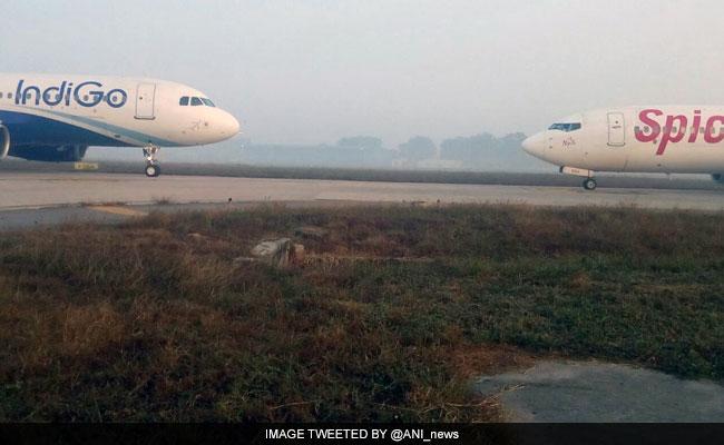 दिल्ली एयरपोर्ट पर टला हादसा, इंडिगो एयरलाइंस और स्पाइसजेट के विमान आपस में टकराने से बचे