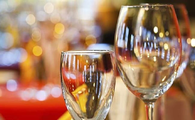 Eating Out To Get Cheaper? How Restaurants Should Be Taxed To Be Reviewed