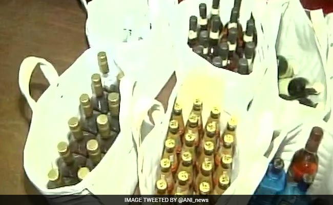शराबबंदी वाले गुजरात में 'वीआईपी' शराब पार्टी पर पुलिस का छापा, IPL के पूर्व कमिश्नर सहित 250 गिरफ्तार