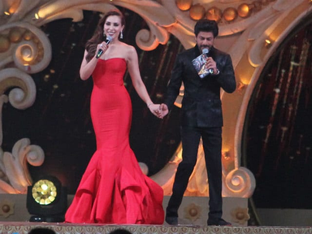 Stardust Awards: Iulia Vantur Was Shah Rukh Khan's Plus-One On Stage