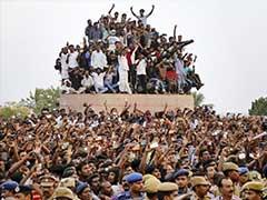 Thousands Flock To Burial Spot Of Jayalalithaa In Chennai's Marina Beach
