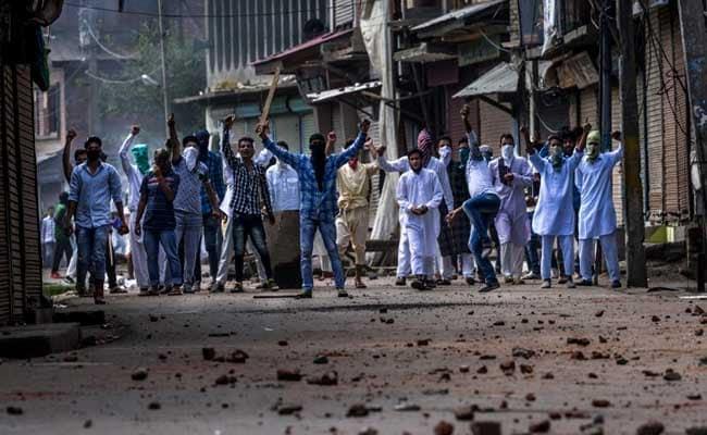 कश्मीर में पथराव के 850 मामले वापस लिए जाएंगे