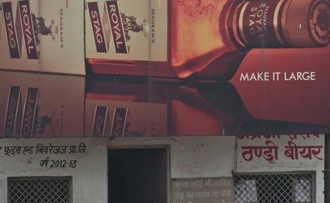 महाराष्ट्र : शिवसेना के मंत्री का सीएम को खत- हाईवे पर जान-माल बचाएं, शराब ठेके न बचाएं