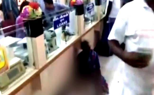 70-Year-Old Dies In Bank Queue In Tamil Nadu, No One Rushes To Help