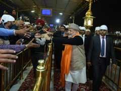 पीएम नरेंद्र मोदी और अफगान राष्ट्रपति गनी ने स्वर्ण मंदिर में मत्था टेका