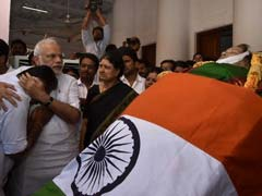 As PM Paid Tribute To Jayalalithaa, He Hugged Chief Minister Panneerselvam To Console Him