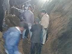 नैनीताल : निर्माण कार्य के दौरान टीले का खंड गिरने से आठ श्रमिकों की मौत
