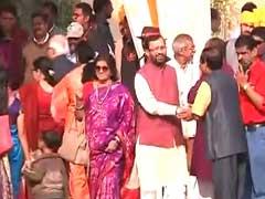 नितिन गडकरी की बेटी की शादी : राजनाथ सिंह, प्रकाश जावड़ेकर समेत कई दिग्गजों ने की शिरकत