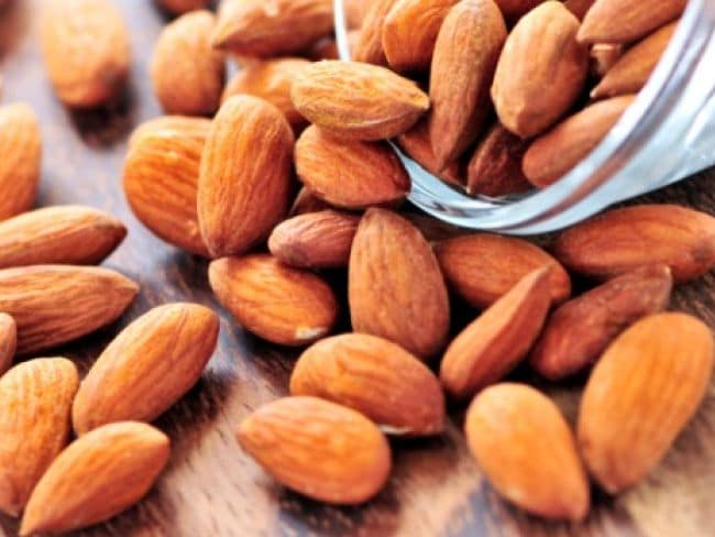 Handful Almonds And Walnuts Can Make Your Heart Healthy In Hindi
