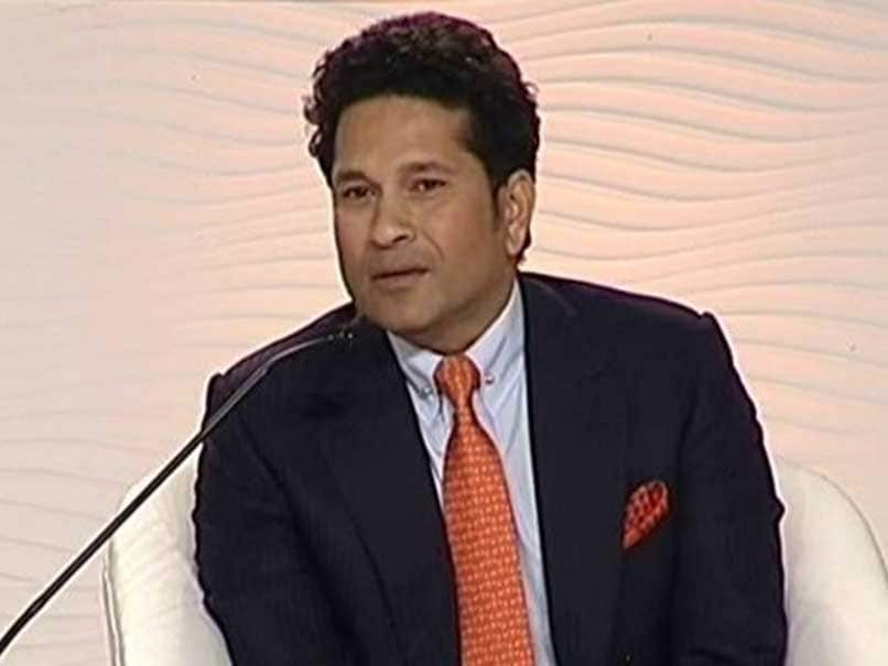 Sachin Tendulkar Bats For Two Balls, Two Pitches in Single Match