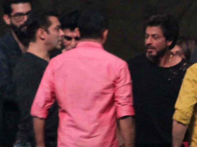 Shah Rukh, Salman Khan Rehearse For Award Show. See Pics