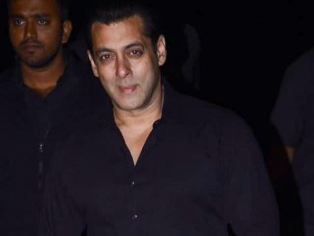 Salman Khan's 51st Birthday Dhamaka With Friends And Family. See Pics