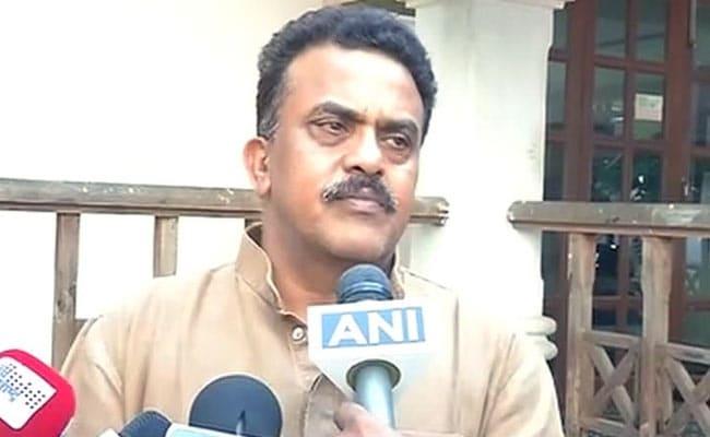 बीएमसी चुनाव: मुंबई कांग्रेस अध्यक्ष संजय निरुपम का इस्तीफा, वोटरों पर भड़के मिलिंद देवड़ा