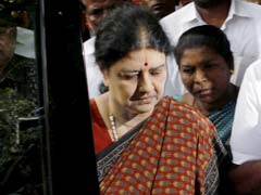 Chief Minister, Others Meet Sasikala Natarajan At Jayalalithaa's Poes Garden