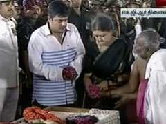 Jayalalithaa Buried, Last Rites Performed By Closest Aide Sasikala Natarajan