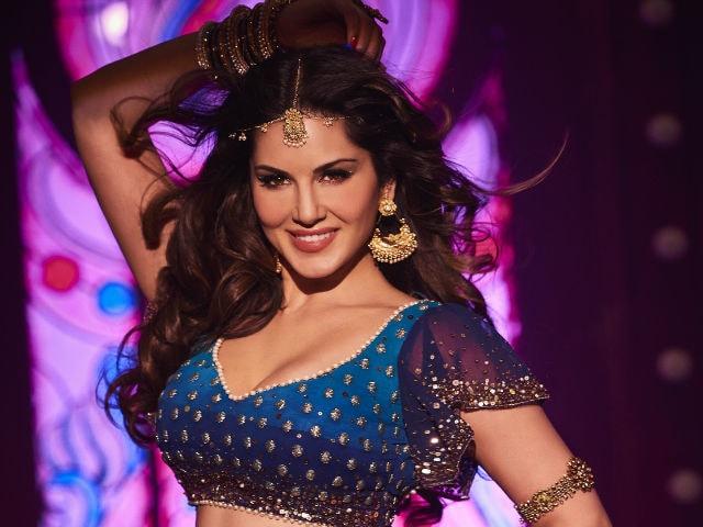 Shah Rukh Khan's Raees: First Look Of Sunny Leone's Laila Main Laila