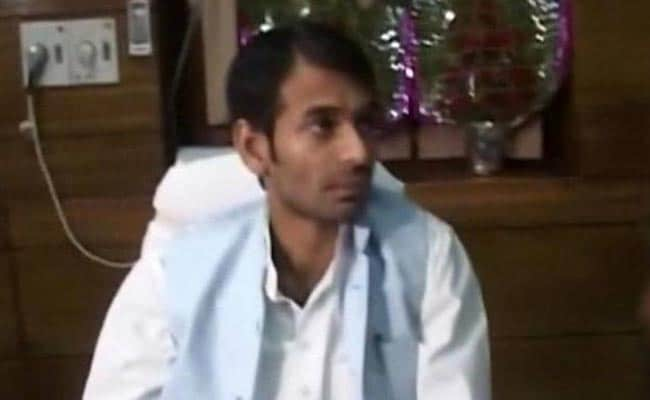 बिहार : लालू प्रसाद के बेटे तेजप्रताप अपने दुश्मनों से निपटने के लिए ले रहे तंत्र-मंत्र का सहारा!